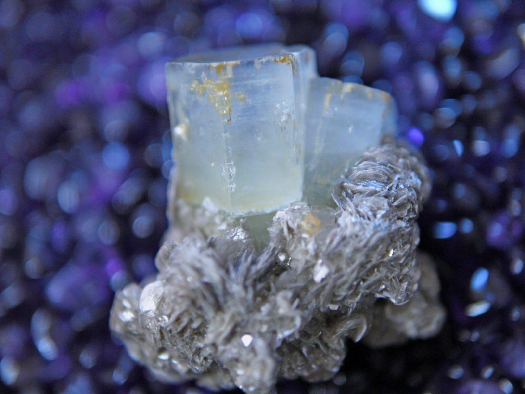 アクアマリン結晶+母岩雲母