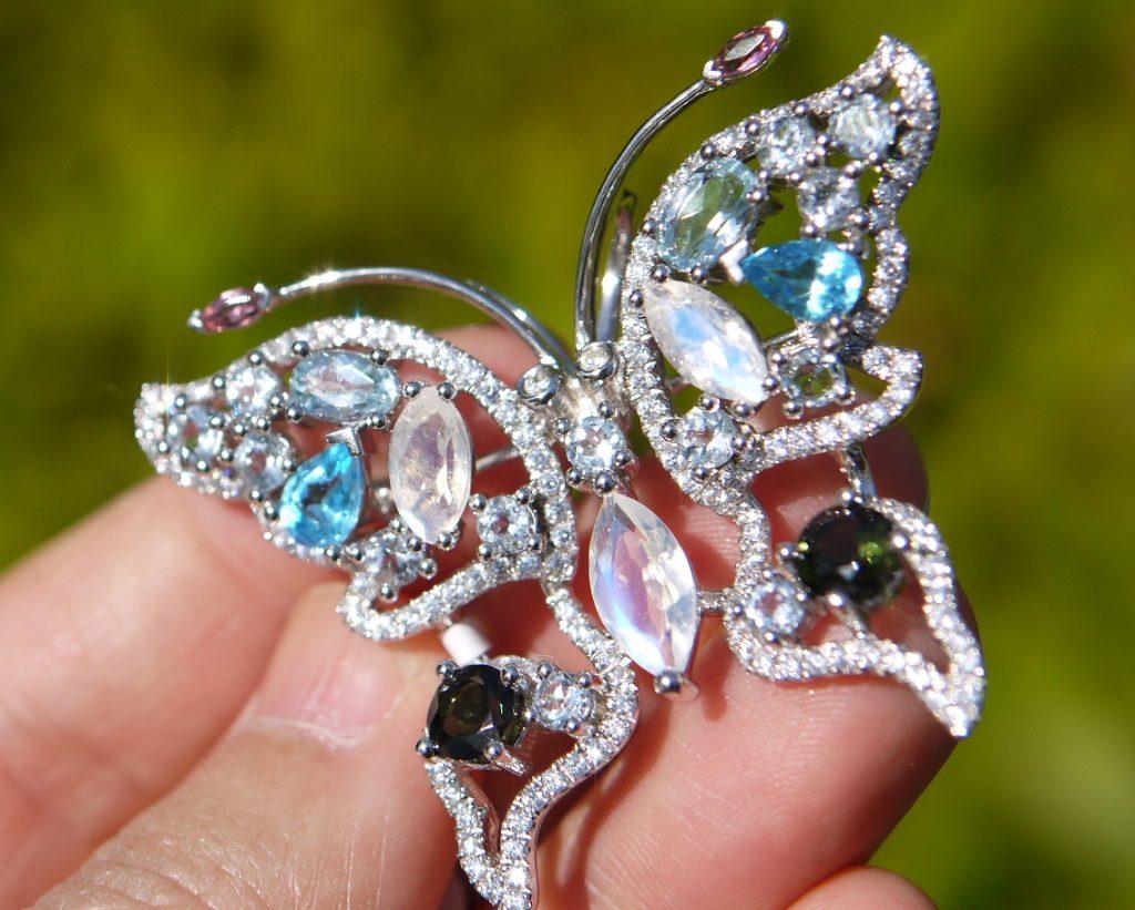天然石蝶々ブローチ ムーンストーン・ブルートパーズ・トルマリン・アクアマリン