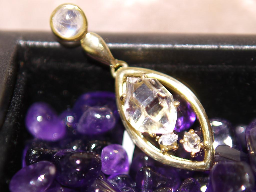 ハーキマーダイヤモンドのペンダント