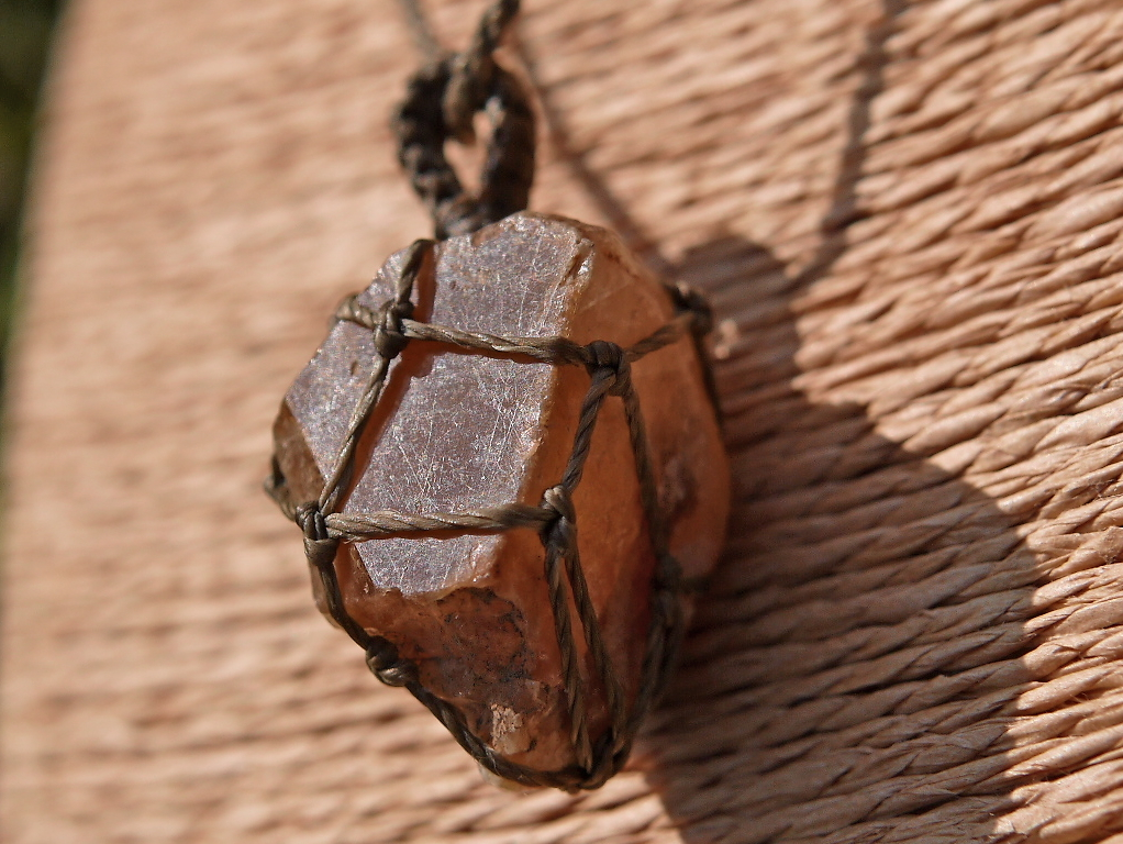 石の記録オリジナル☆ザギマウンテンクォーツ原石のマクラメ編みペンダント