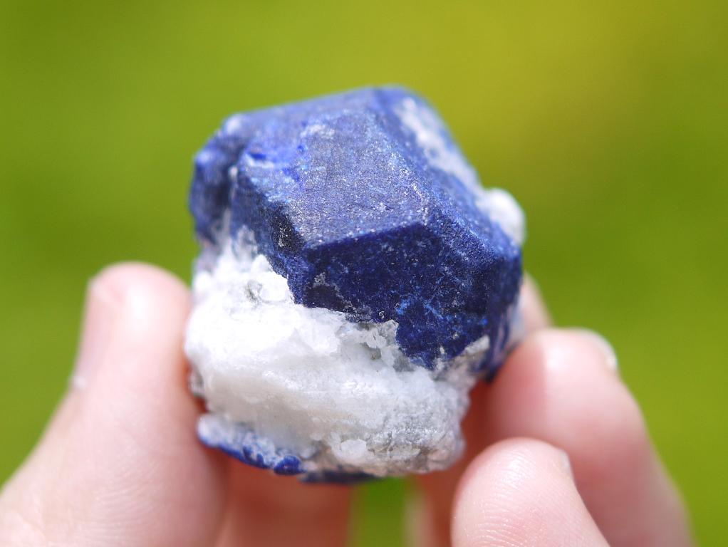 ラピスラズリ結晶